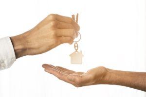 Agents immobiliers une solution adaptée pour vous simplifier la vie - clés/maison
